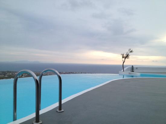 Carpe Diem Suites & Spa: Hotel pool
