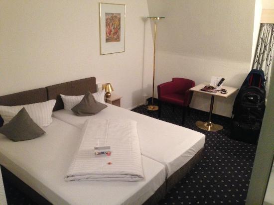 ACHAT Premium Walldorf/Reilingen: Heerlijk comfortabel bed.