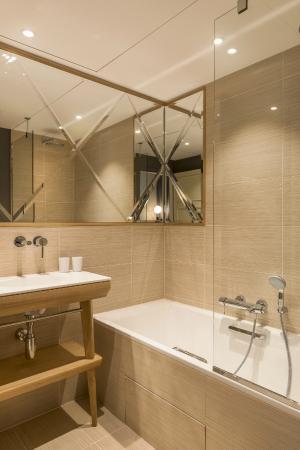 Salle de bain picture of millesime hotel paris - Hotel salle de bain ...