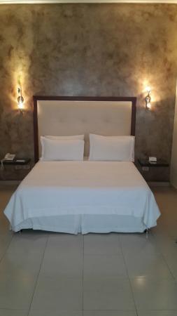 Hotel Charlotte : Bedroom 221