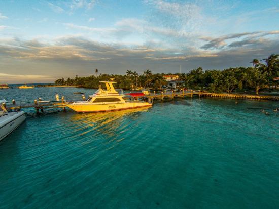 Hatchet Caye Resort: Hatchet Caye Belize boat docked at pier.
