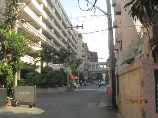Oasis Inn Bangkok Hotel: Bumrungrad Hospital