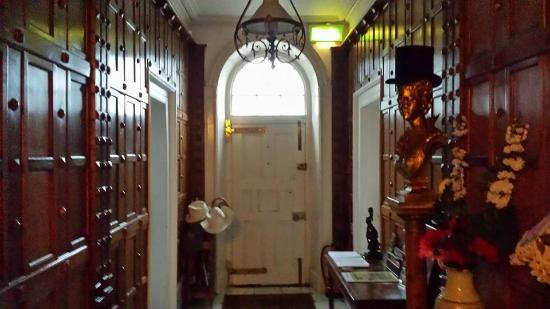 Mullaghmore House B&B: Front entrance hall