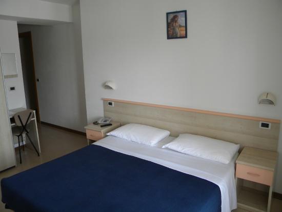Hotel Eliani: Camera matrimoniale