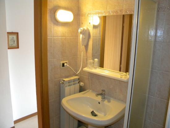 Hotel Eliani: Bagno camera