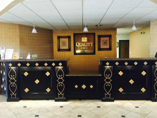 Quality Inn Arkansas City: Front Desk