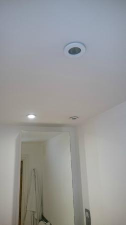 Marlin Apartments Aldgate : One third of all bulbs is death