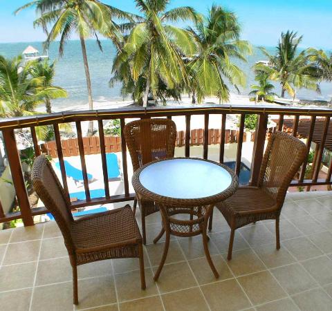 CayeReef: Balcony view over the pool, beach and sea