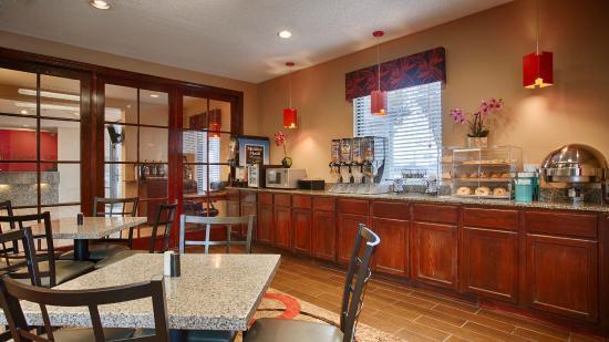 Best Western Executive Inn: Breakfast Room