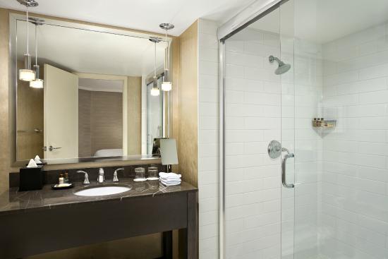 Sheraton Cavalier Hotel: Executive Suite Bathroom