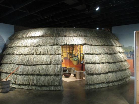 Caddo Mounds State Historic Site: Housing replica inside the museum