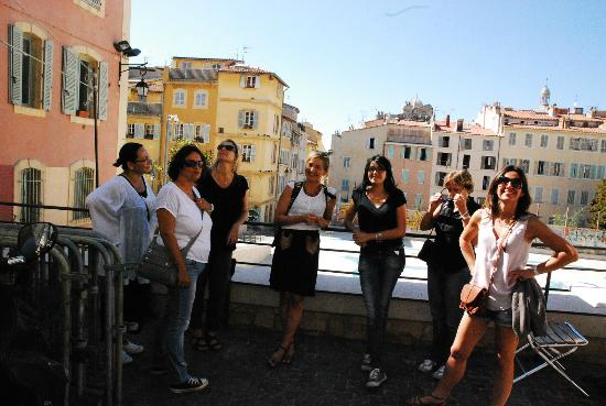 Visite de Marseille : Visiting le Panier with the nice IFAC working girls