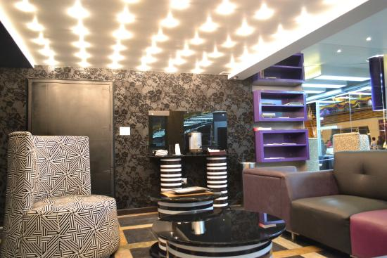 NU House Boutique Hotel: Lobby