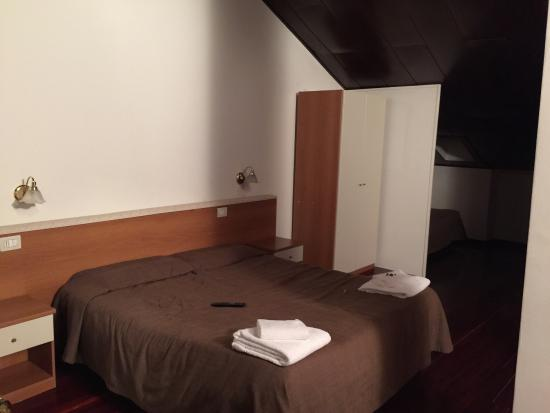 Camera da letto zona mansarda - Picture of Hotel Ares Milano ...