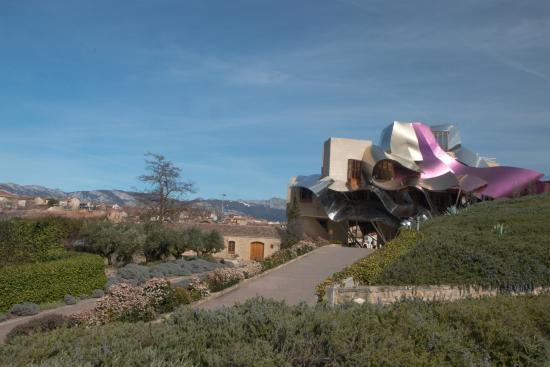 Restaurant Marques de Riscal : Hotel, winery, restaurant and Spa.  Lovely!