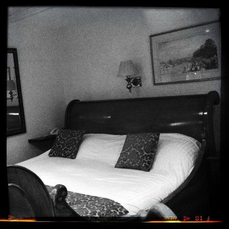 Greyhound Coaching Inn: The room