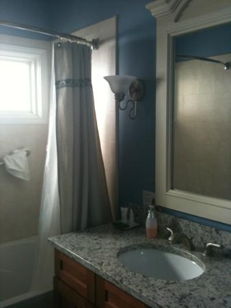 Pearisburg, VA: Gorgeous bath with soaking tub