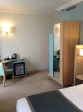 Hotel Corona Opera: room has a charming style