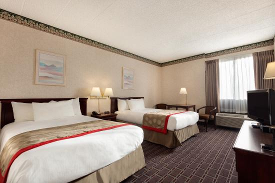 Ramada Clarks Summit Near Scranton: Double Beds