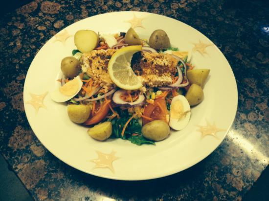 Chelle's Deli: Cajan salmon salad