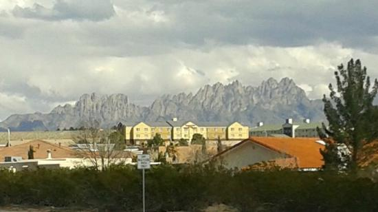Fairfield Inn Las Cruces: View from walking/bike trail