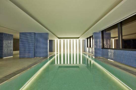 Swimming pool picture of evolution lisboa hotel lisbon - Hotels in lisbon portugal with swimming pool ...