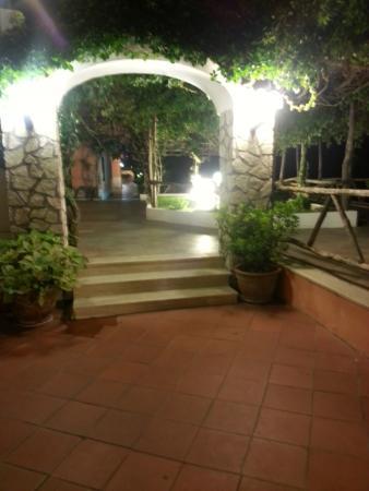 Hotel Il Girasole: patio de Il girasole