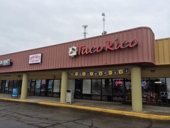 Taco Rico: Outside