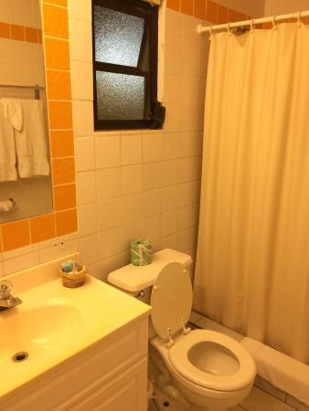 Carl's Unique Inn: Bathroom