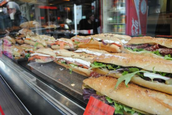 Rue Mouffetard Market: Sandwhich was delicious and affordable.