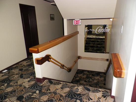 Creston Hotel: Landing of Hotel