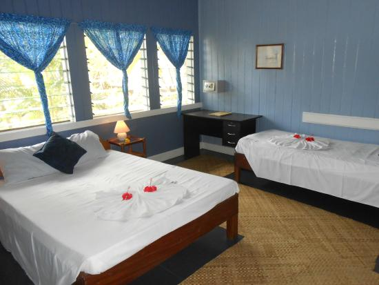 Samoan Outrigger Hotel: Colonial room, fresh new paint, new curtains, mattress etc.