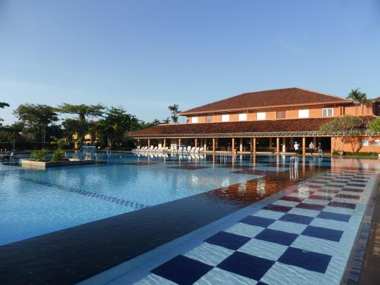 Piscine picture of club palm bay hotel marawila for Piscine wattignies