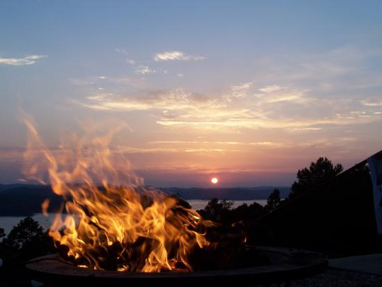 Pointe West Resort Motel: Firepit Sunset
