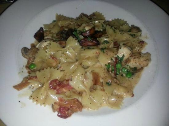The Cheesecake Factory : Farfalle with chicken and roasted garlic