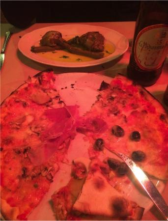 Taverna Rossini : Pizza and artichoke small plate
