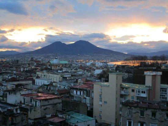 Buonanotte & Buongiorno : Sunrise over Vesuvius ...