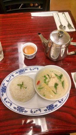 Aiyara Thai Cafe: Green Curry with Chicken and Jasmine tea