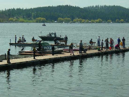 Boat moorage picture of silver beach resort valley for Silver lake washington fishing