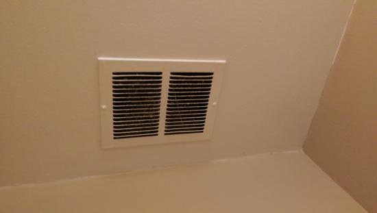 Holiday Inn San Francisco - Intl Airport: Flithy air vents haven't been cleaned in months