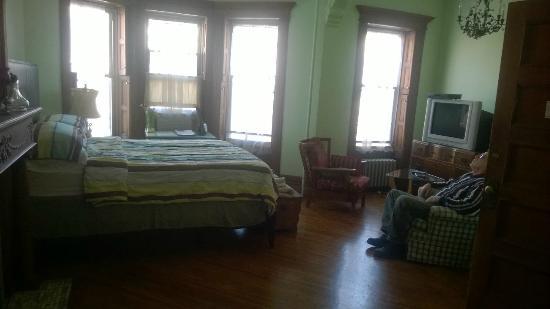 The Sofia Inn: Spacious Room