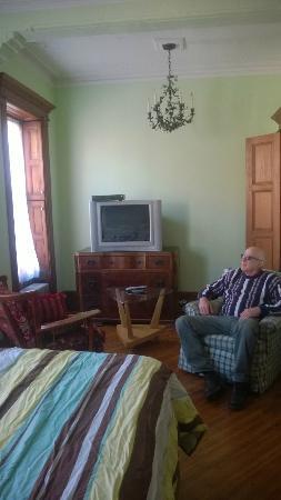The Sofia Inn: Free Cable & Internet