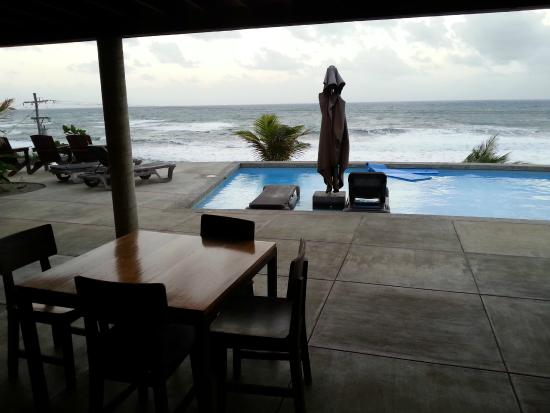 Pagua Bay Bar and Grill : Dining area looks out across to the sea
