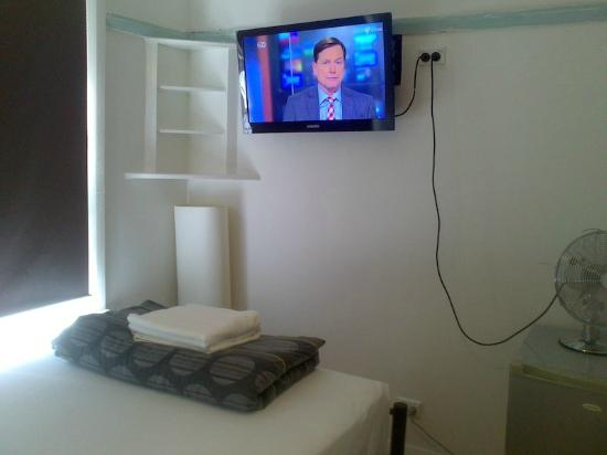 Highfield Private Hotel: Highfield - TV, Room