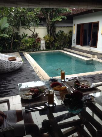4S Villas at Seminyak Square: Pool in sea villas at 4s