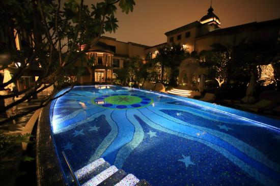 Mandarin Oriental, Taipei : 夜のプール