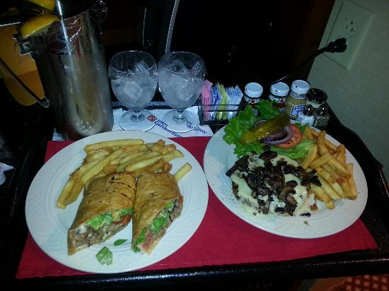 Hilton Garden Inn Houston / Sugar Land: Awesome room service! Swiss mushroom burger and fries and Chipotle steak wrap with fries!