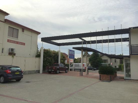 Westside Motor Inn Ashfield: Motel Entrance