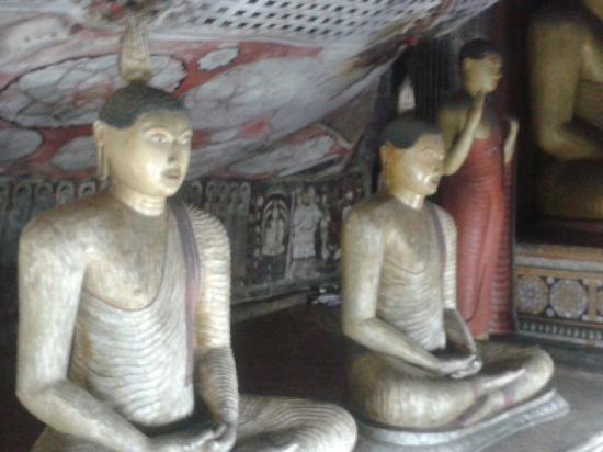 Temple d'Or de Dambulla : Golden Cave Temple