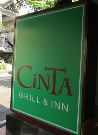 Cinta Inn : Cinta's vibrant green (previously blue) sign on Monkey Forest Rd - can't miss it
